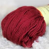 Combed yarn, lingonberry
