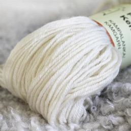 Combed yarn, natural white