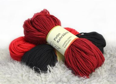 Dyed combed yarn, 110 x 4 tex
